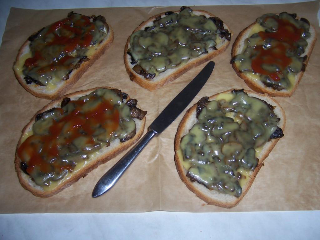 Pieczarkowe tosty