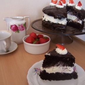 Ciasto czekoladowe z bitą śmietaną i mascarpone