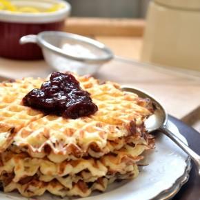Gofry z serka wiejskiego - Mleczne śniadanie na rozpoczęcie roku szkolnego