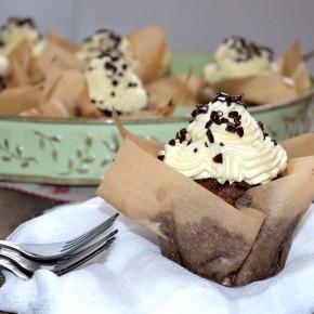 Babeczki czekoladowo - marchewkowe z mlecznym kremem